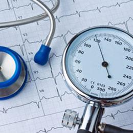 Visita con ecg eseguita dal prof. Maurizio Menichelli Primario di Cardiologia presso gli ospedali di Frosinone, Sora e Cassino
